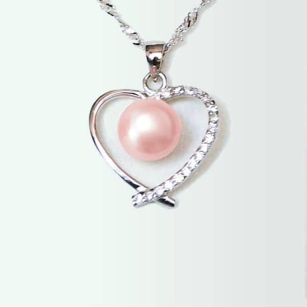 Perle de culture d'eau douce rose.
