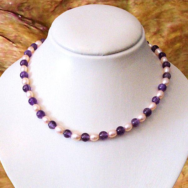 Collier en perles de culture roses et Améthystes