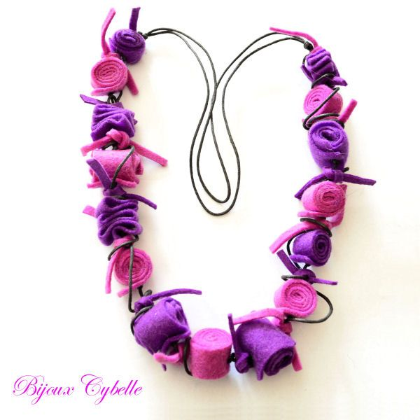 Collier en feutre rose